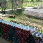 Haus aus Plastikflaschen